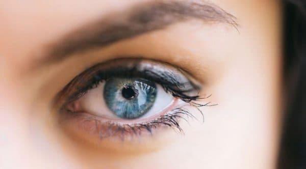 Здоровые глаза без герпетических высыпаний
