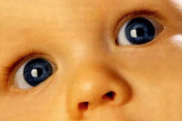 Здоровый взгляд младенца