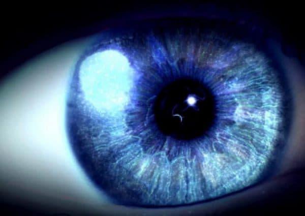 Вспышки в глазах в темноте