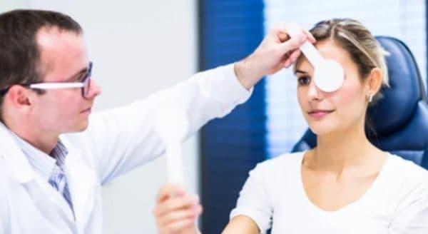 Осмотр у офтальмолога